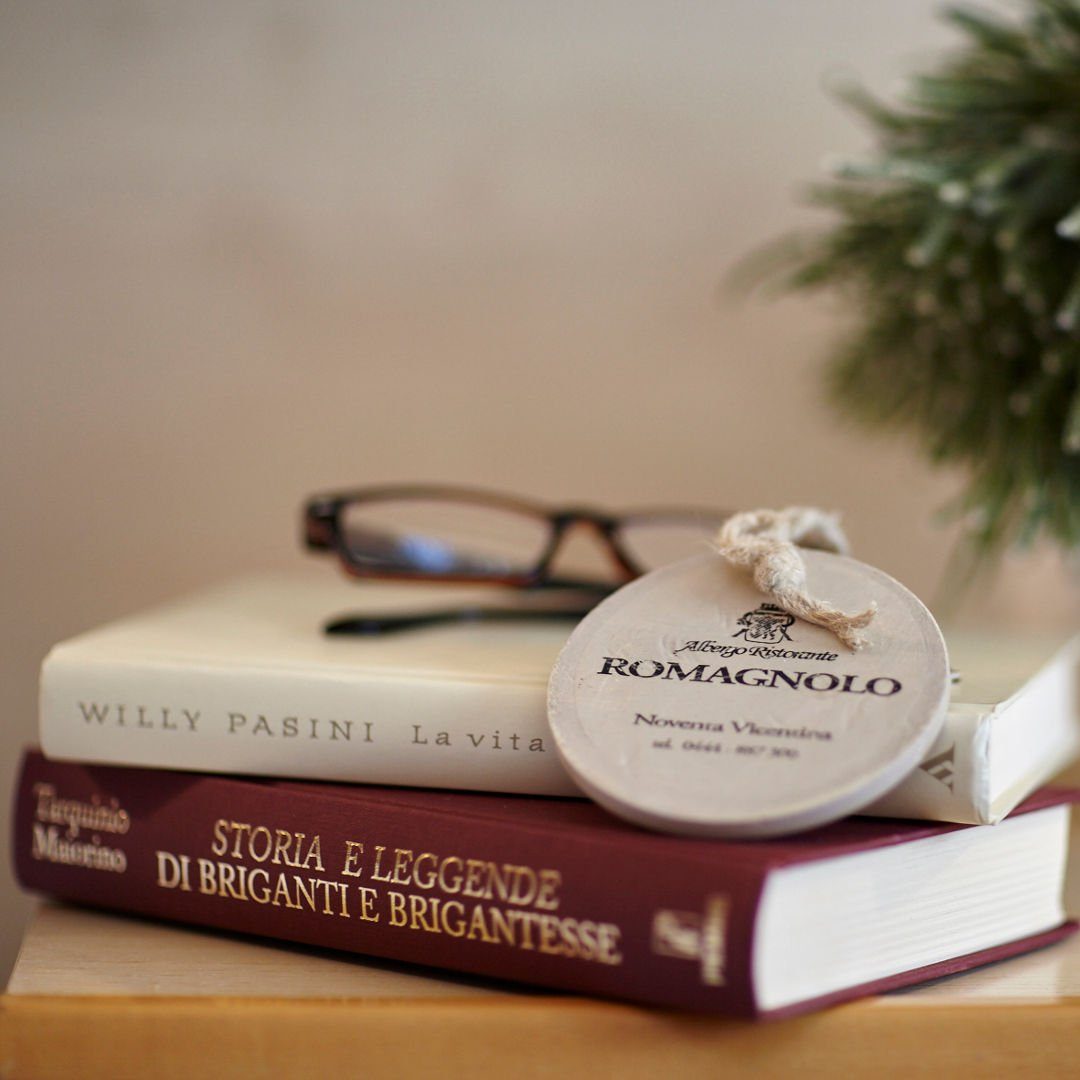 Comodino libri hotel Da Romagnolo Noventa Vicentina