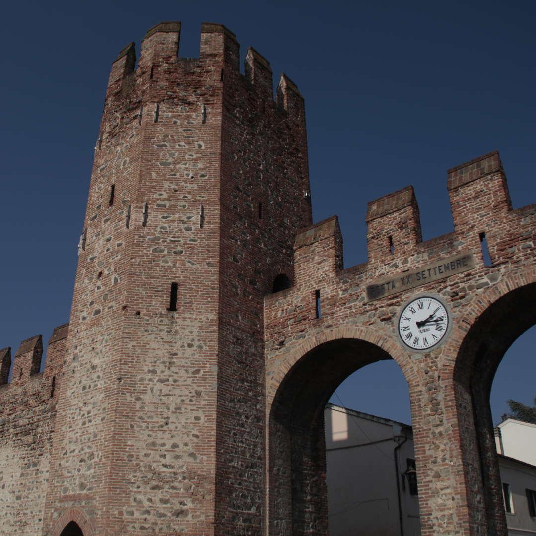 Mura Montagnana dettaglio torre e orologio